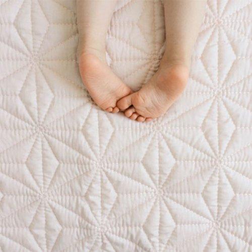 plaid quilt rose poudr cam cam pour chambre enfant les enfants du design. Black Bedroom Furniture Sets. Home Design Ideas