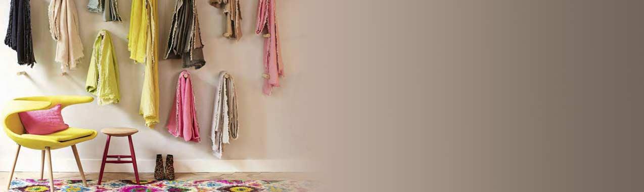 Coussin love cuir ecru maison de vacances pour chambre - Maison de vacances christopher design ...